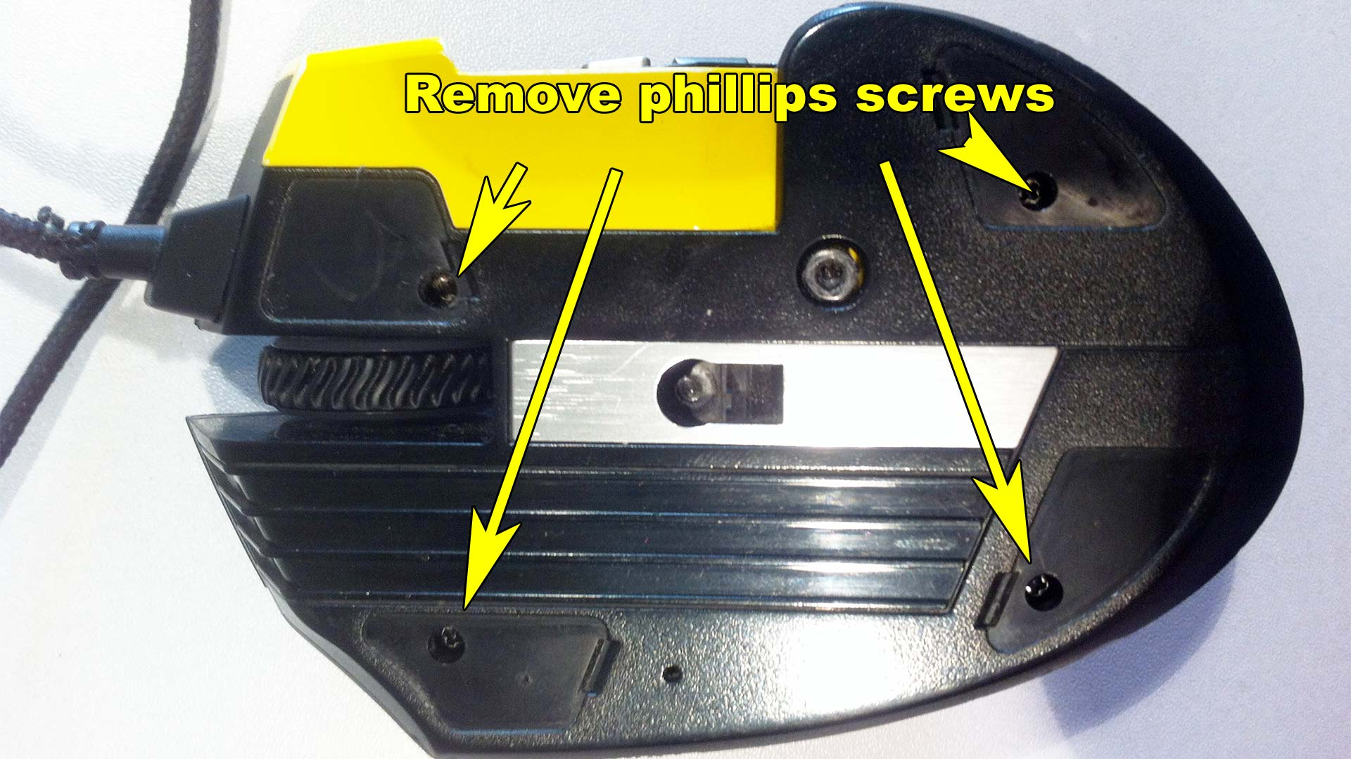 Corsair Scimitar - Remove 4 phillips screws.
